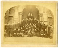 02.005.004 Unidentified group photo of men and women in front of Memorial Chapel