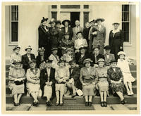 02.006.01 Group photo of Wesleyan alumnae in front of Russell House